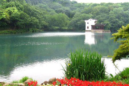 镇江出发南京珍珠泉-野生动物园赏春踏青1日游>挺拔峻峭 幽静深邃